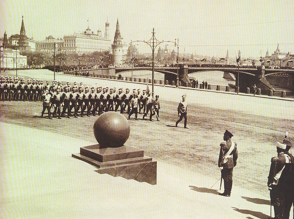 Парад в день открытия памятника Александру III