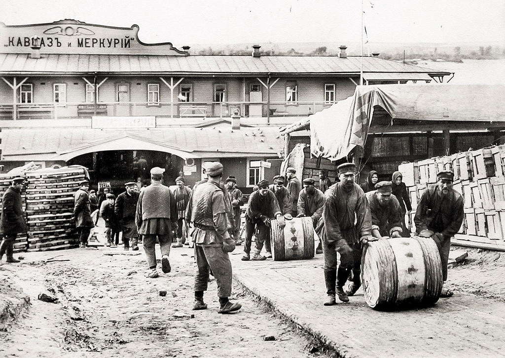 Дальнее Устье. Пристань пароходного общества Кавказ и Меркурий. 1870-1880-е