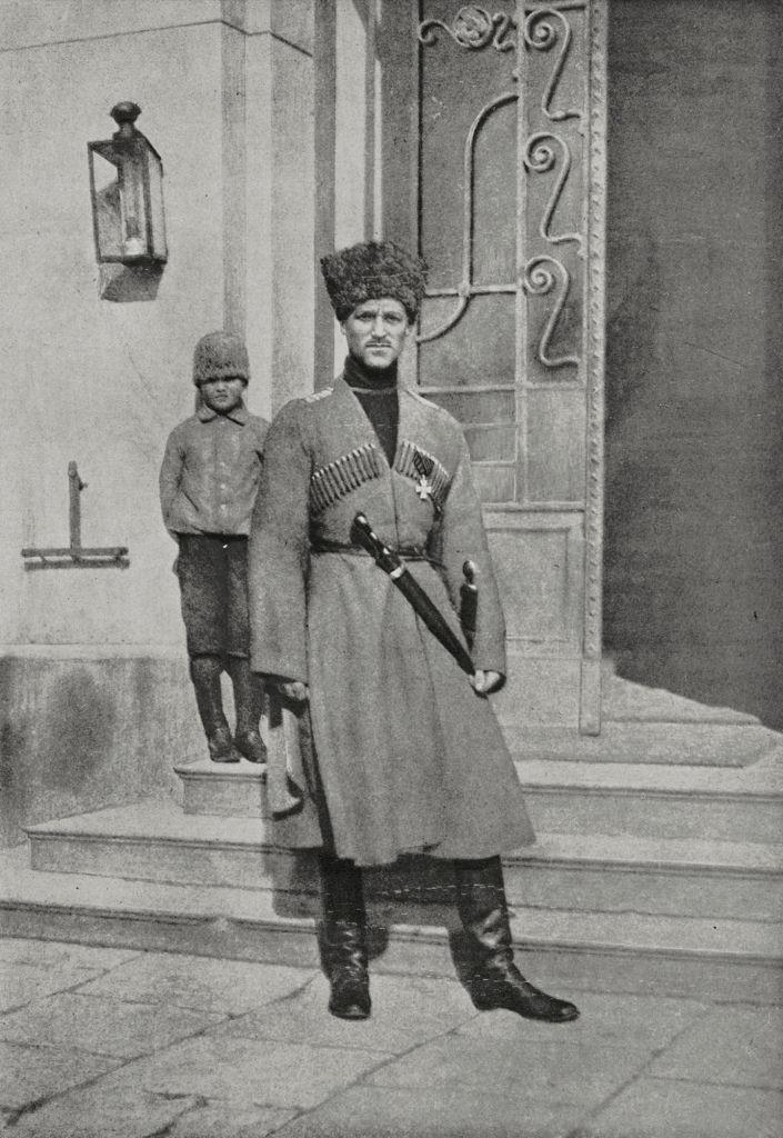 Великий князь Михаил Александрович Романов, одетый в казачью форму в первые дни революции