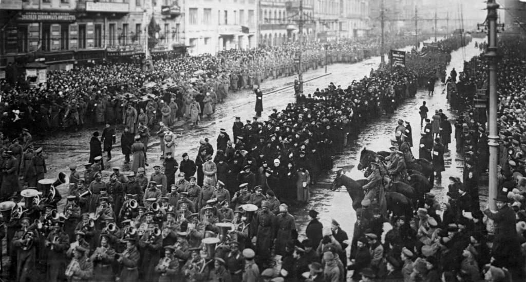 Траурная церемония во время похорон жертв февральской революции