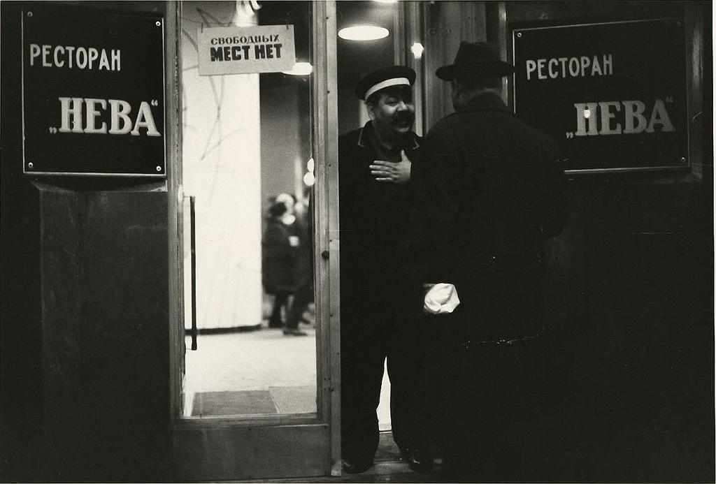 1960-е. У ресторана «Нева»