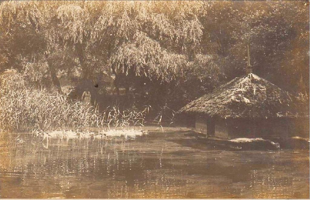 Парк Софиевка. Хатка у пруда
