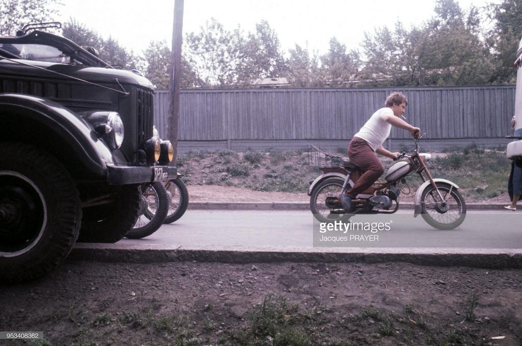 Мужчина на мотоцикле. Улица Рабочего штаба