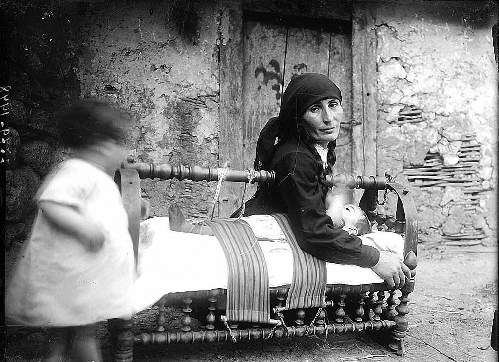1930. Ребенок в колыбели. Казбеги