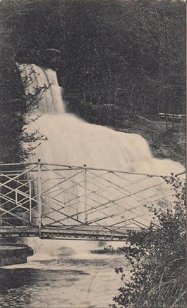 Парк Софиевка. Мостик у водопада
