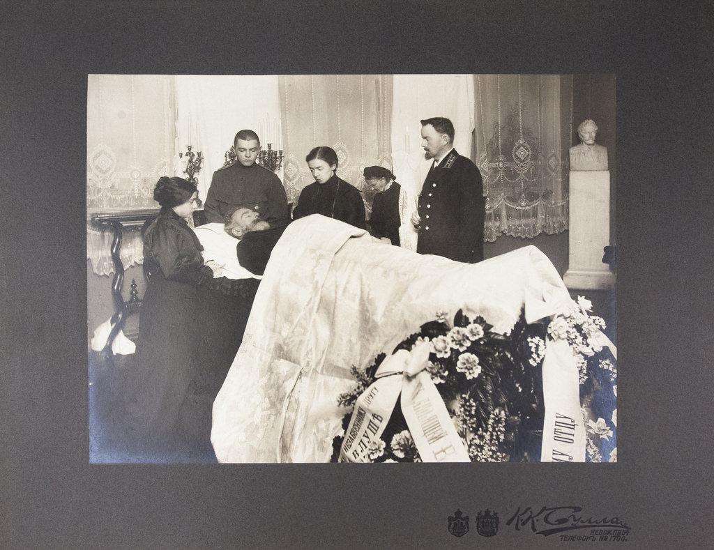 1877. Похороны Александра Павловича Брюллова. Родные у гроба
