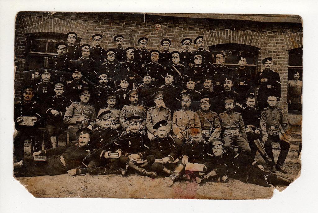 1887. Групповая фотография военнослужащих, награжденных знаками «За отличную стрельбу»
