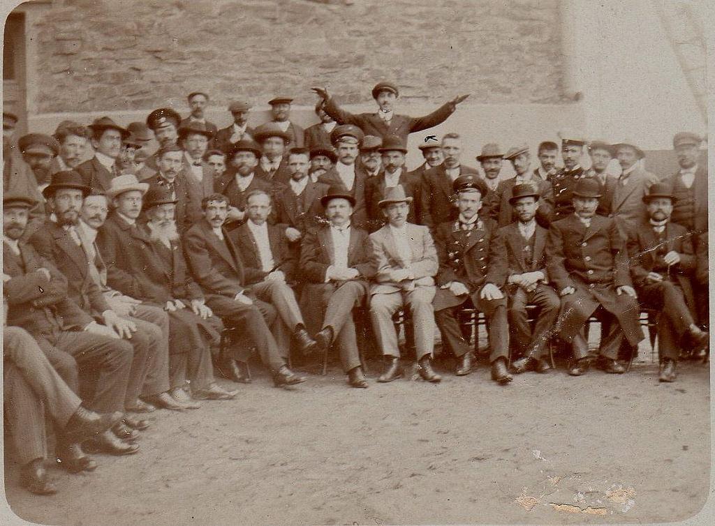 1908. Группа служащих на руднике И. Д. Кукса и Н. И. Чурилина. сентябрь
