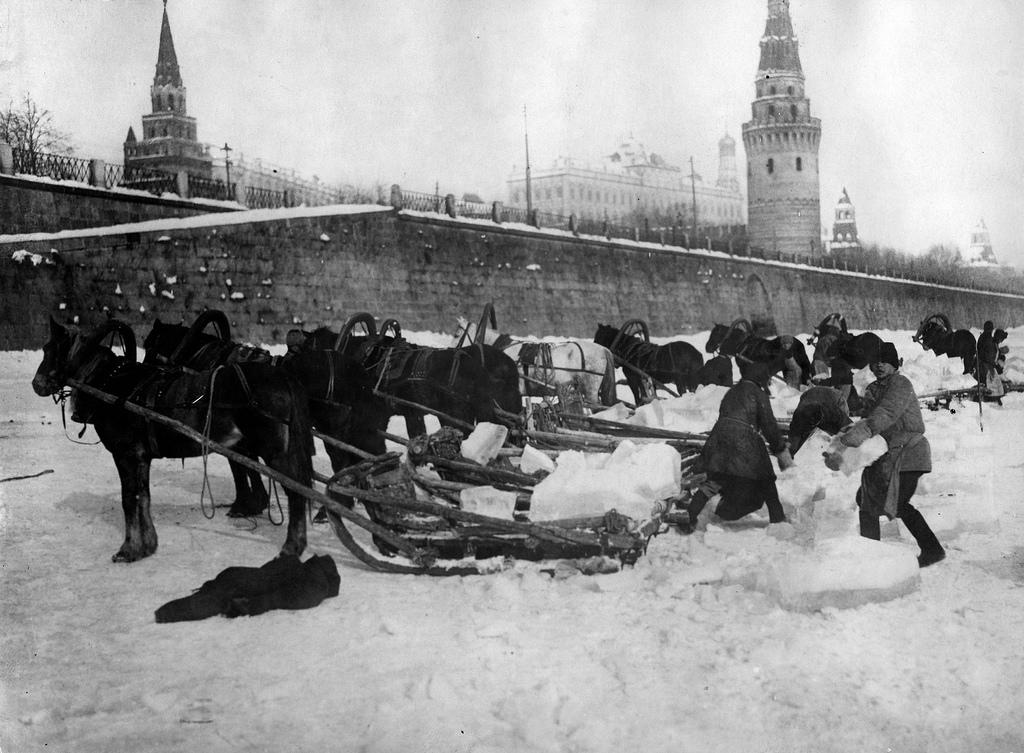 Заготовка льда на Москве-реке
