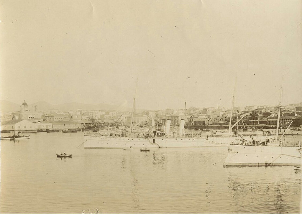 1911.  Канонерская лодка «Донец» в одном из греческих портов