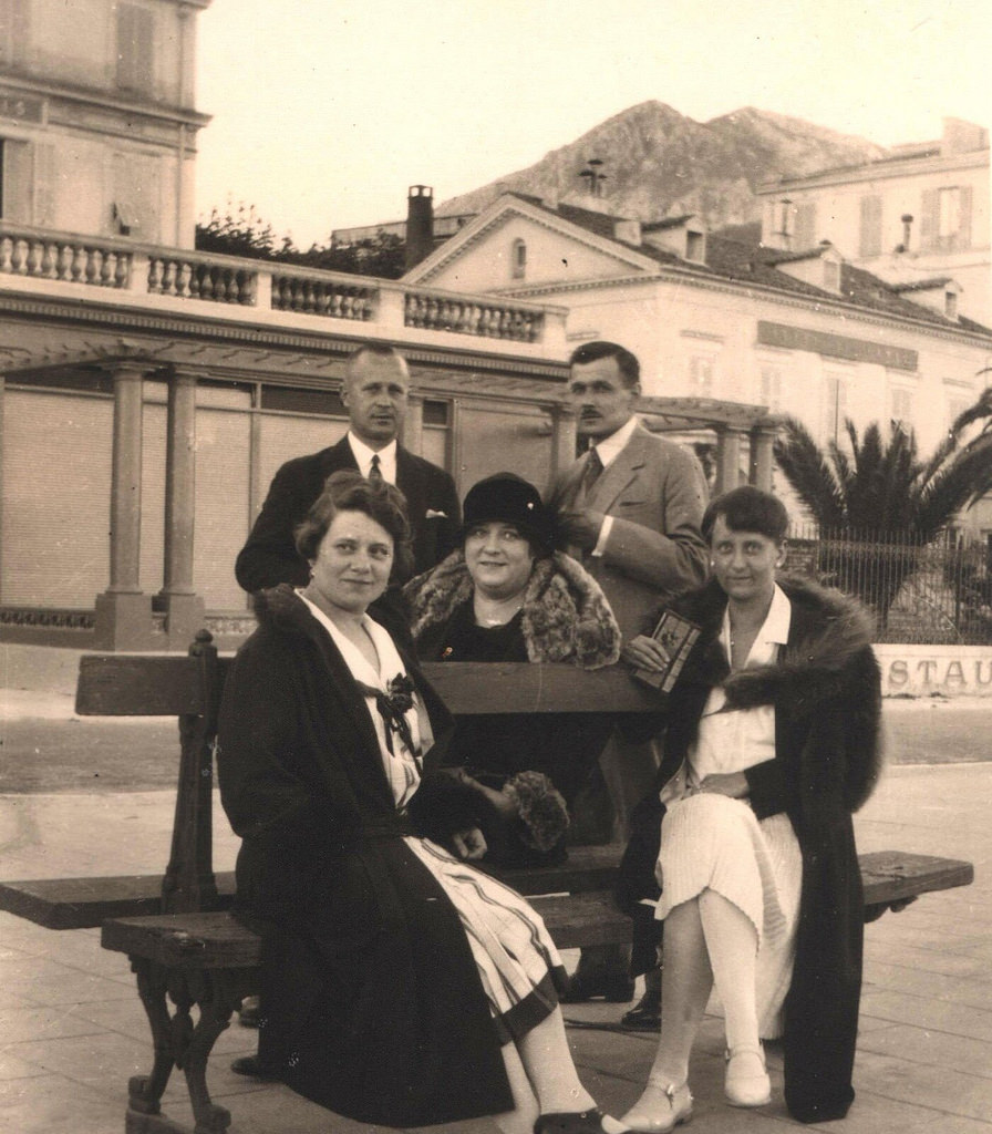 1926. Дочь последнего Царского министра МВД Протопопова с мужем в эмиграции. Ницца