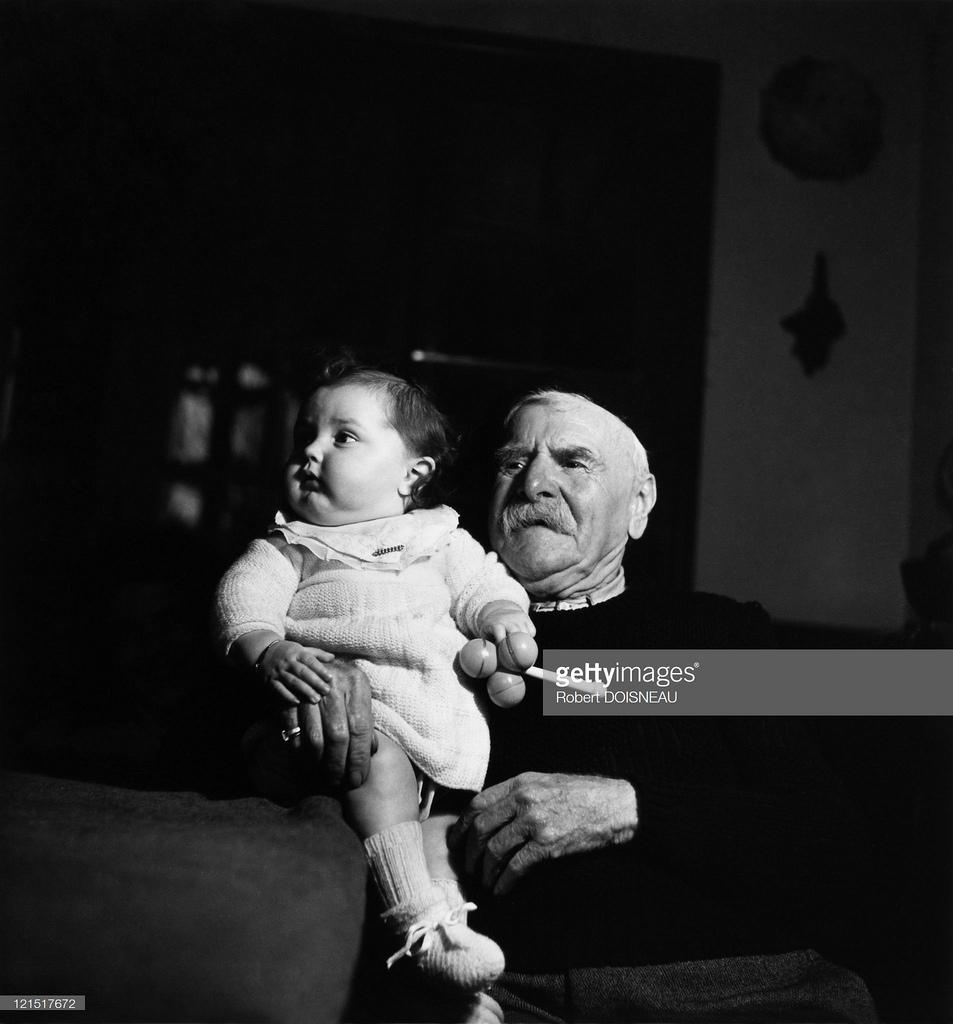 1940. Семейная жизнь. Дед с внучкой