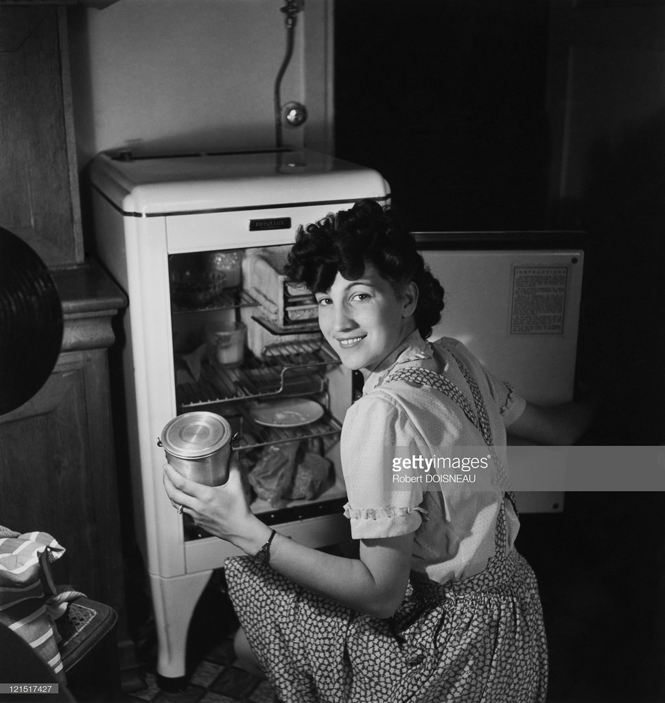 Женщина на кухне.