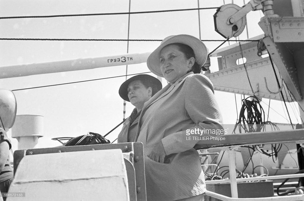 03. Две женщины на палубе