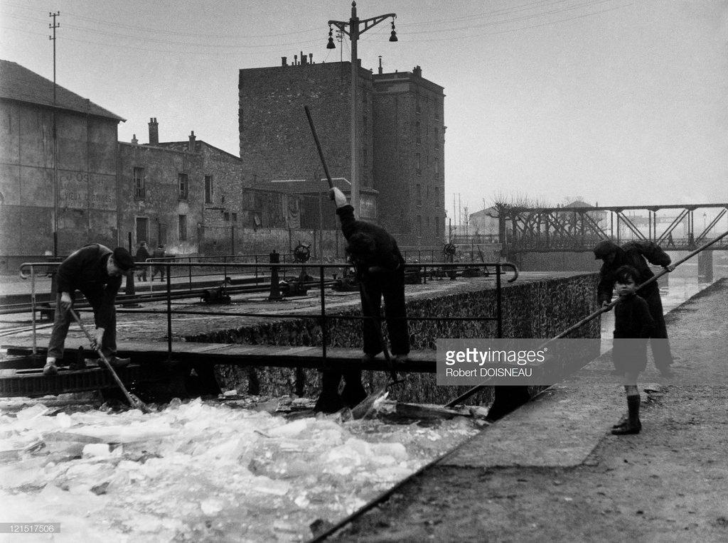 Расчистка ото льда шлюза в Сен-Дени