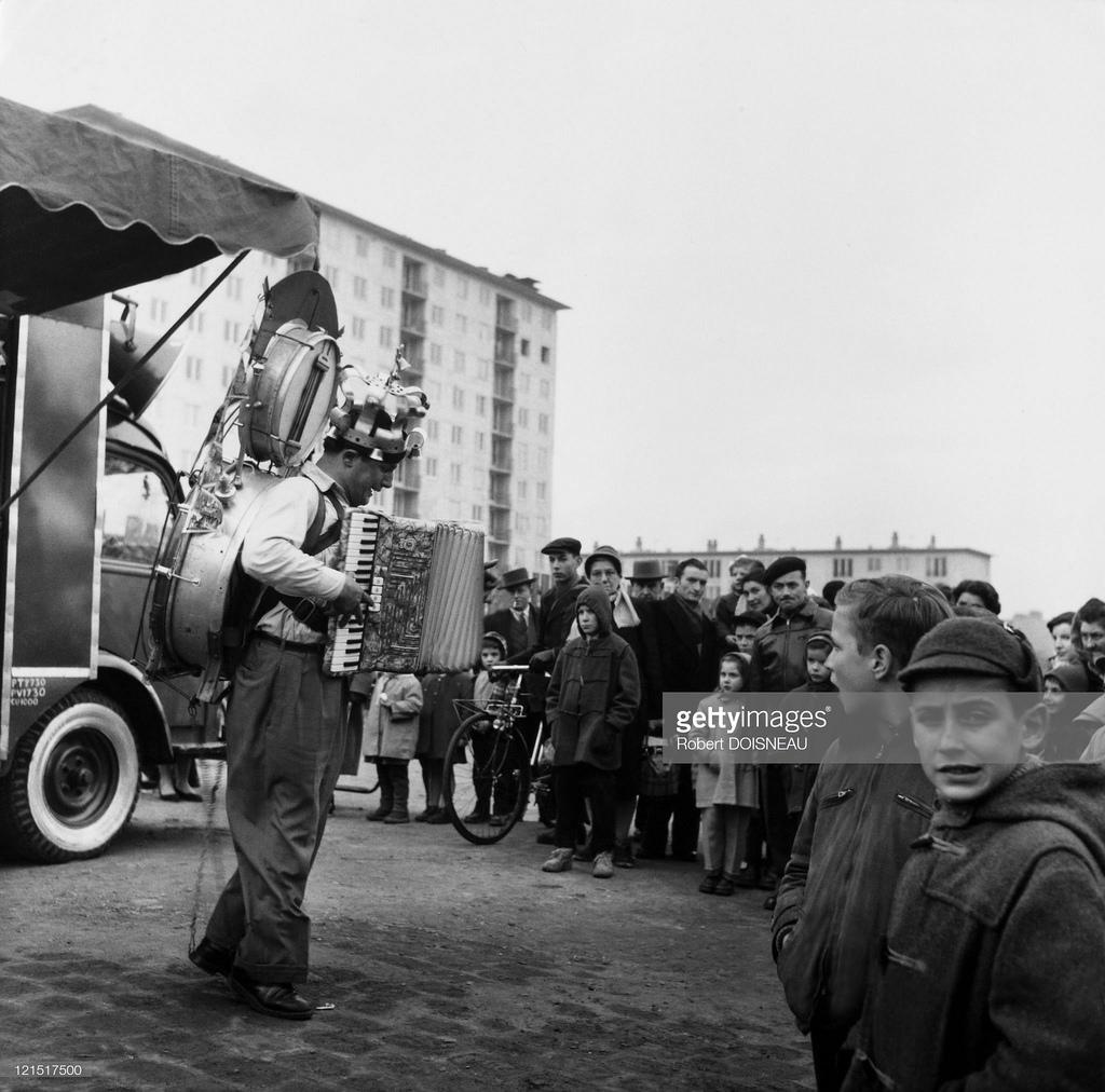 Уличный музыкант в Сен-Дени