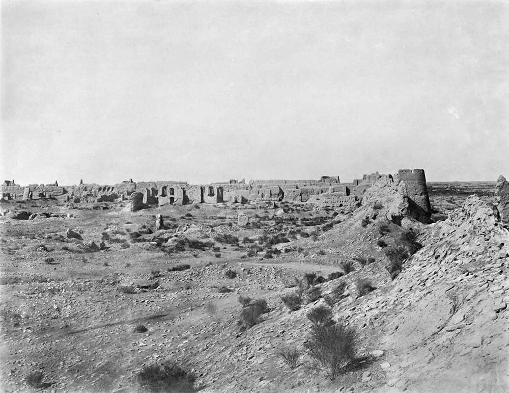 Абдуллахан-кала. Дворец правителя и восточная стена городища