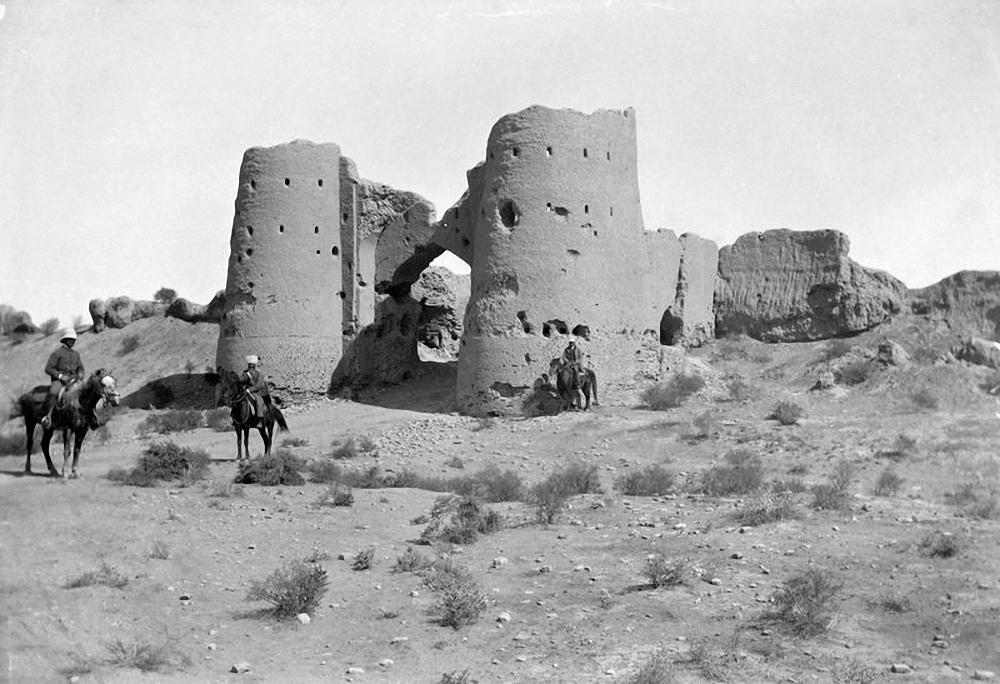 Западные ворота Байрамалихан-Калы.
