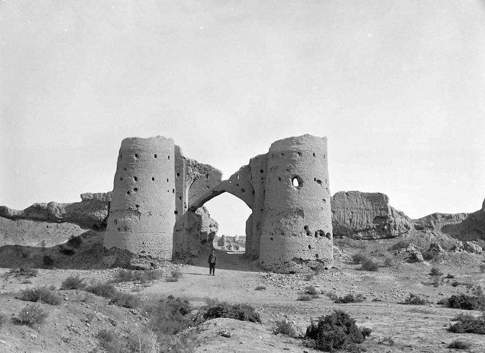 Западные ворота Байрамалихан-Калы