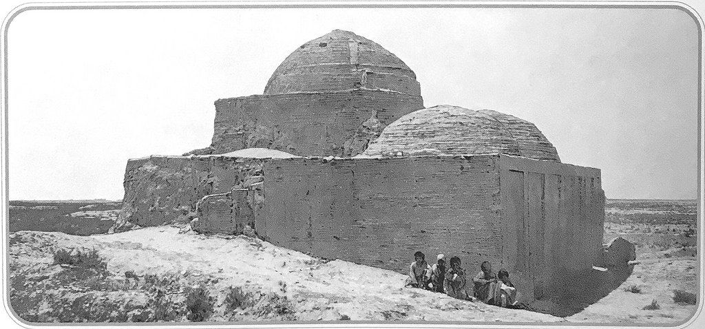 Мавзолей Мухаммеда ибн-Зейда. Северо-восточный угол мечети _Мухаммед-Ханапья_