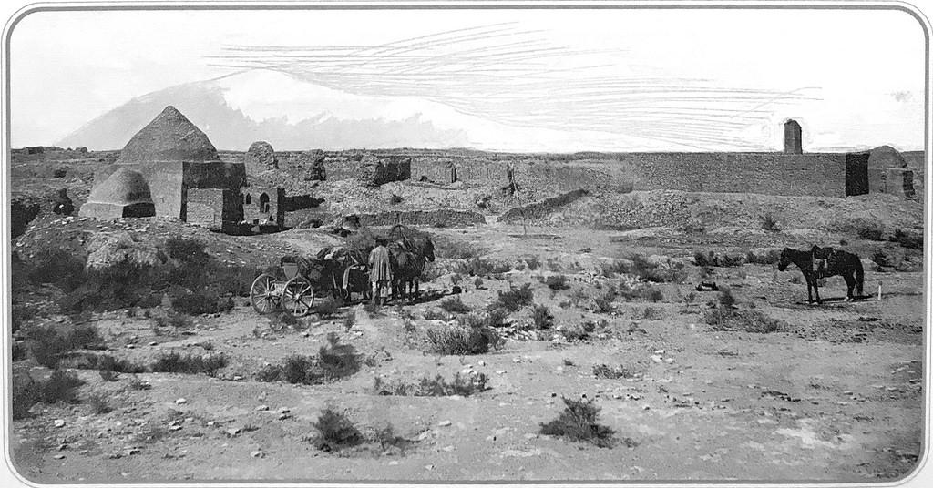 Могилы пехлевана (богатыря) Ахмеда Замчи и Мизроб-Шохи Хорезми. Общий вид
