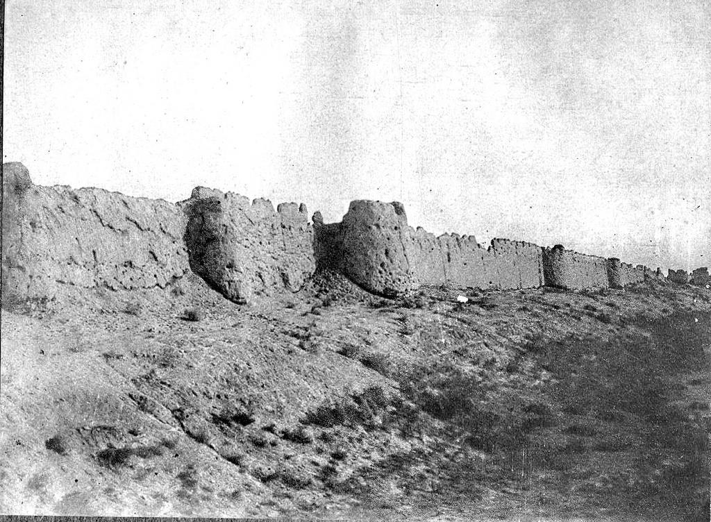 Остатки стены Абдуллахан-калы
