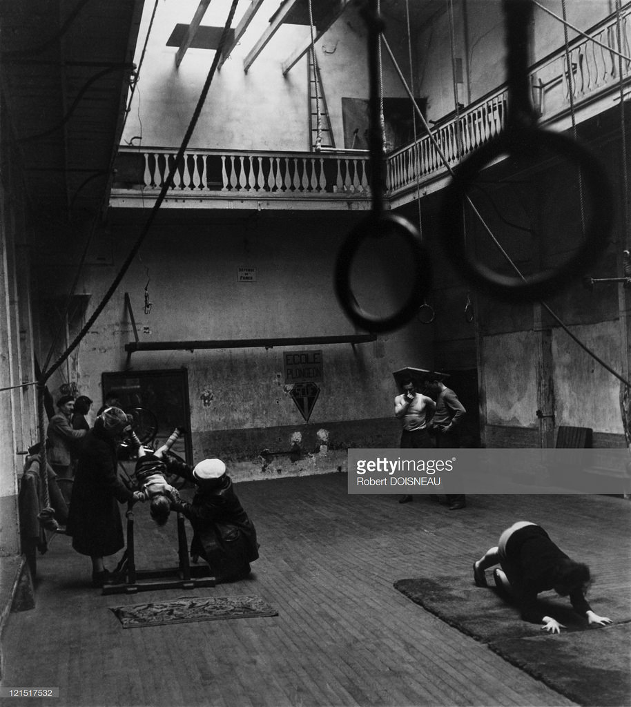 1945. Гимнастический зал, Париж