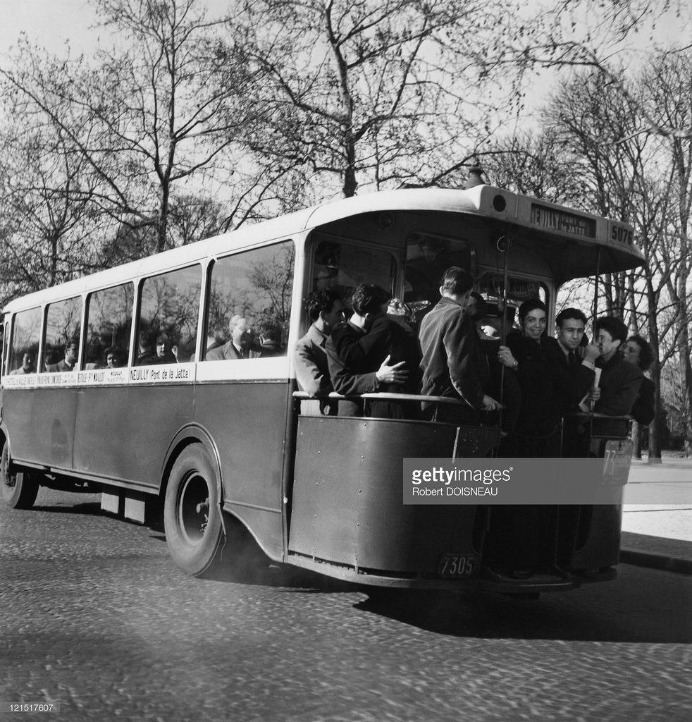 1950-е. Влюбленные в автобусе