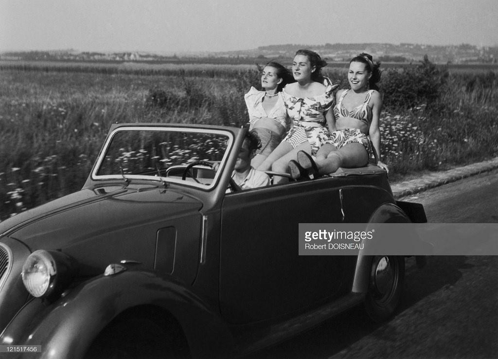 1950-е. Женщины в кабриолете