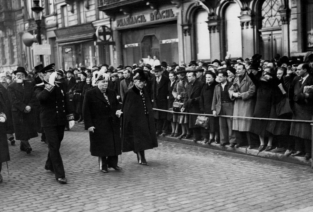 1945. Посол СССР в Бельгии М.Г.Сергеев на открытии проспекта Сталинграда в г. Брюсселе