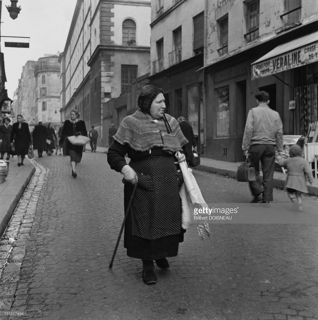 1951. Женщина на улице Муфтар
