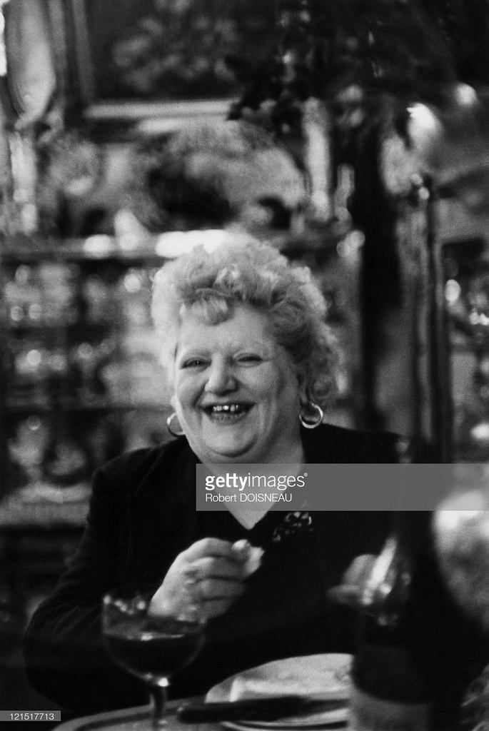 1952. Женщина в бистро