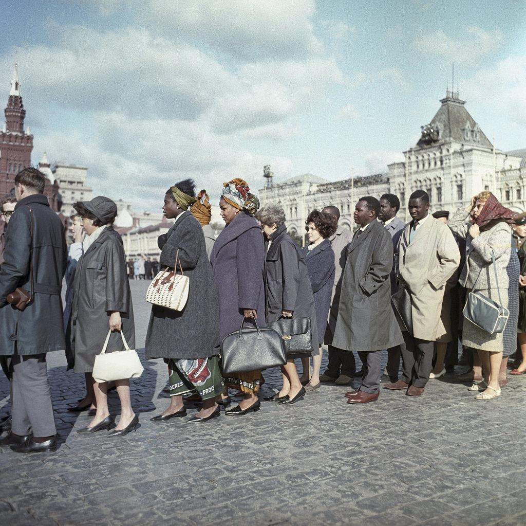 1965. Красная площадь. И Ленин великий нам путь озарил
