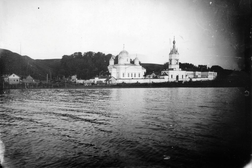 Староторжский монастырь. Вид с озера. 1913.