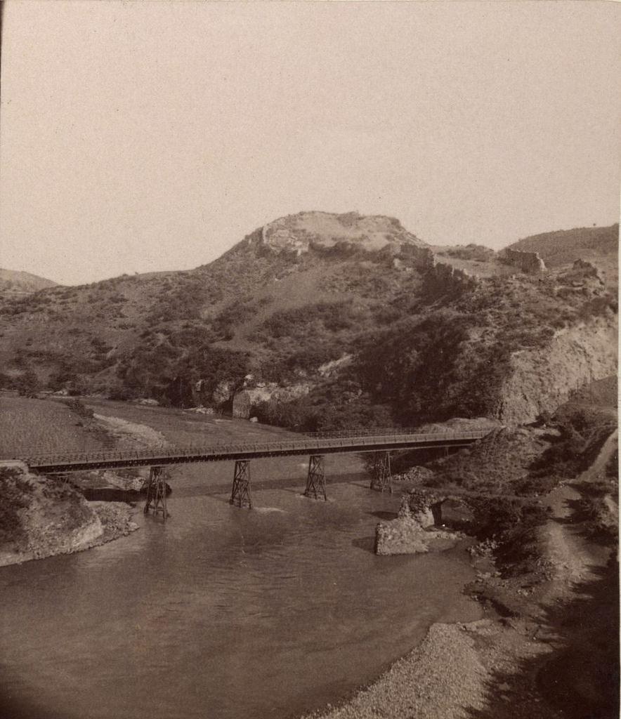 Мост на реке Квирила и Крепость Шорапани