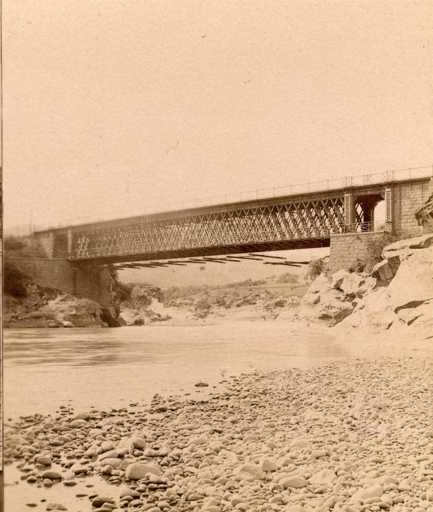 Мост через р. Куру за Овчалами.