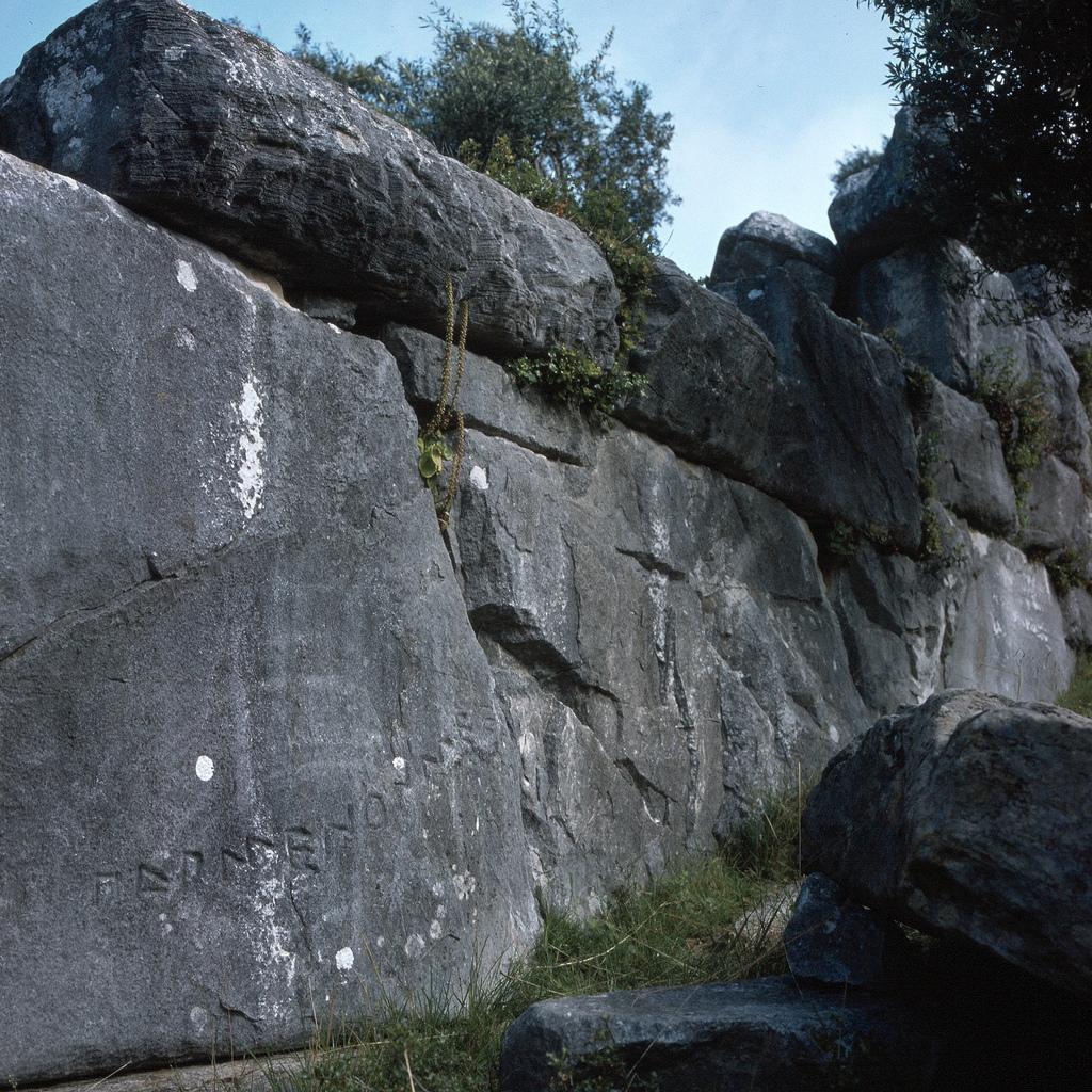 Ворота Парменона и часть крепостной стены