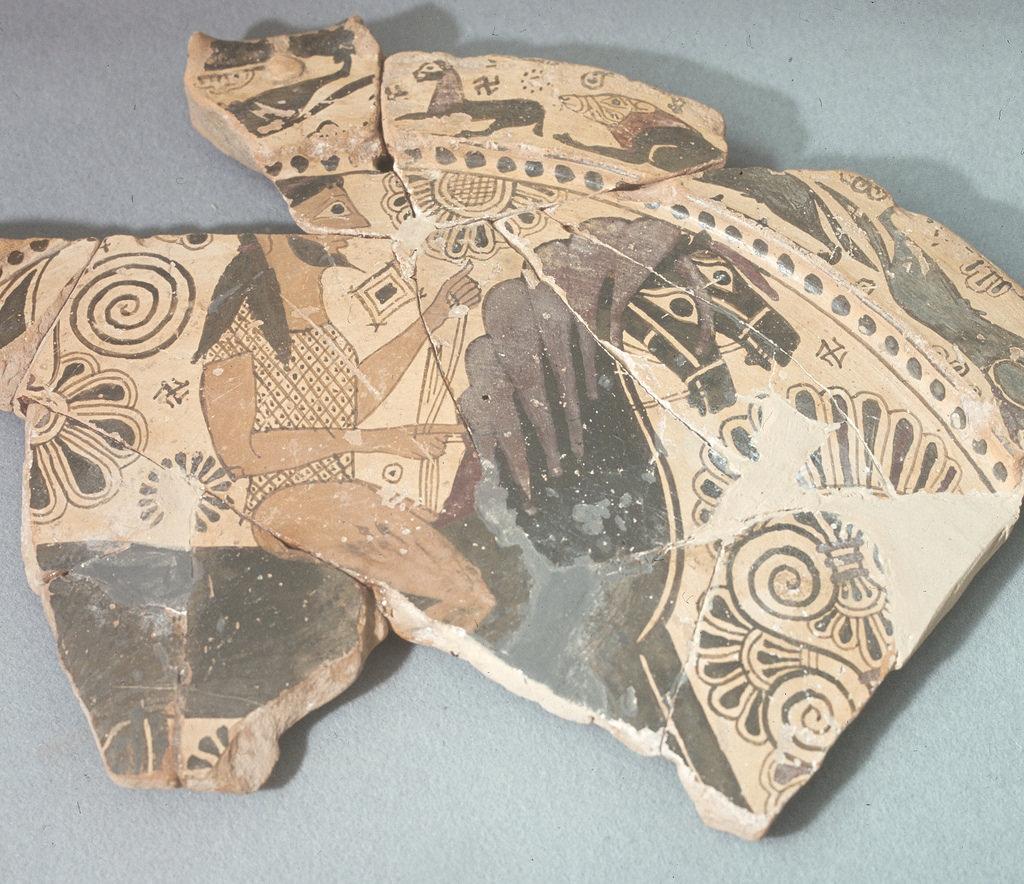 Археологический музей. Плита (фрагмент), архаика, полихромное изображение всадника из святилища Афины