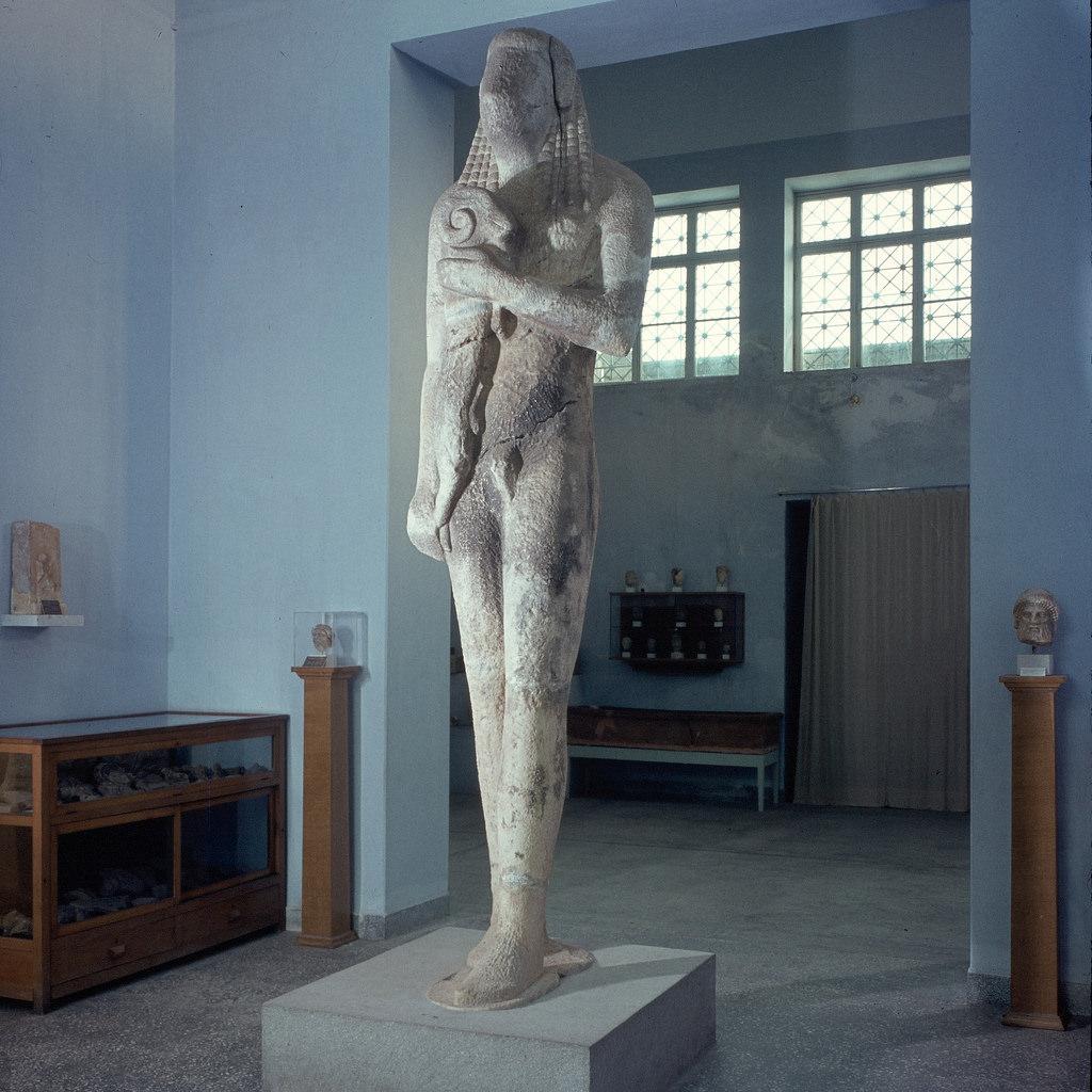Археологический музей. Курос, 3,50 м, начало 6-го века