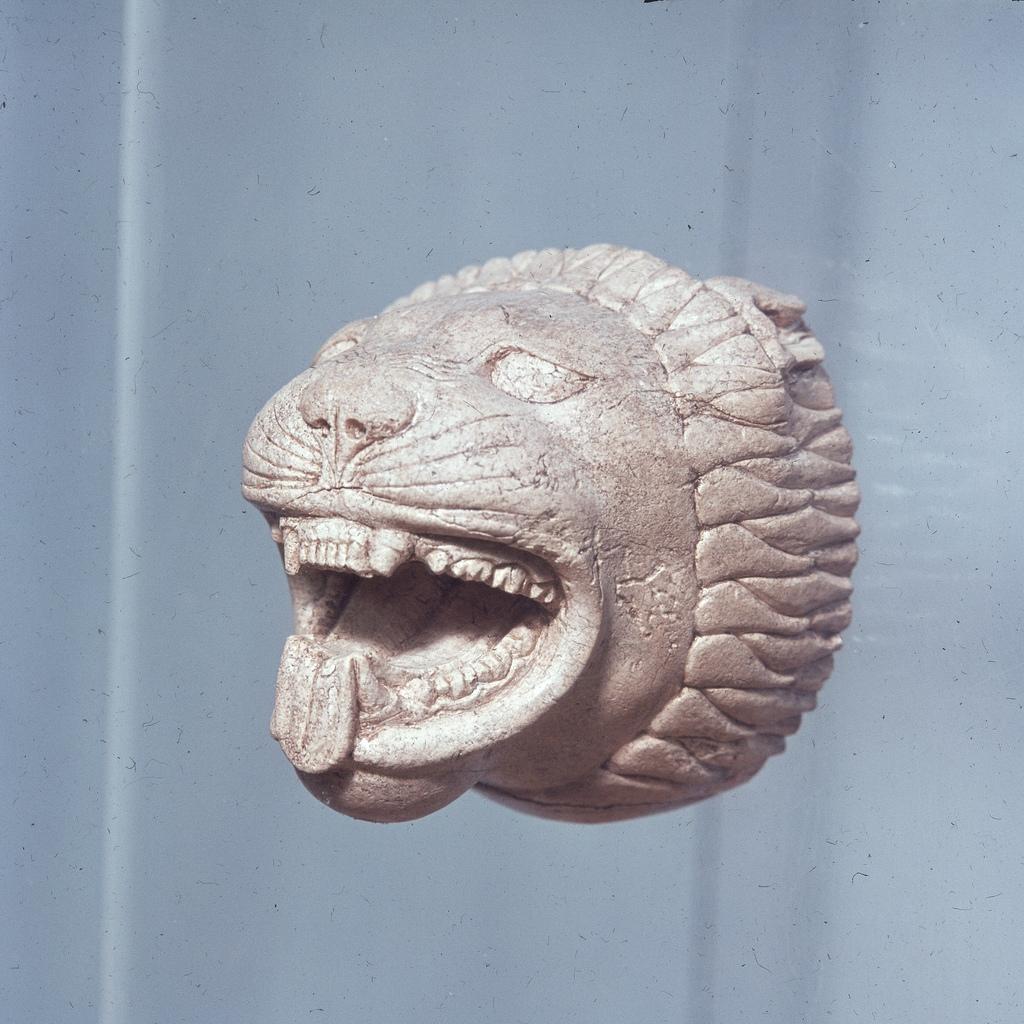 Археологический музей. Лев из слоновой кости