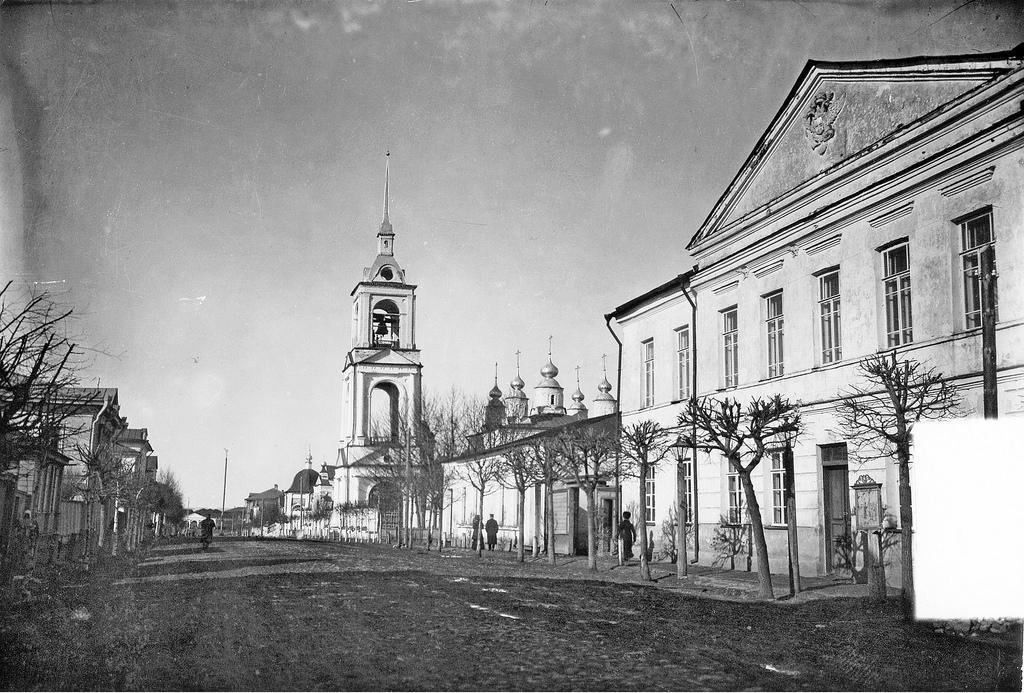Успенская улица. Вид на колокольню Преображенского собора. 1913