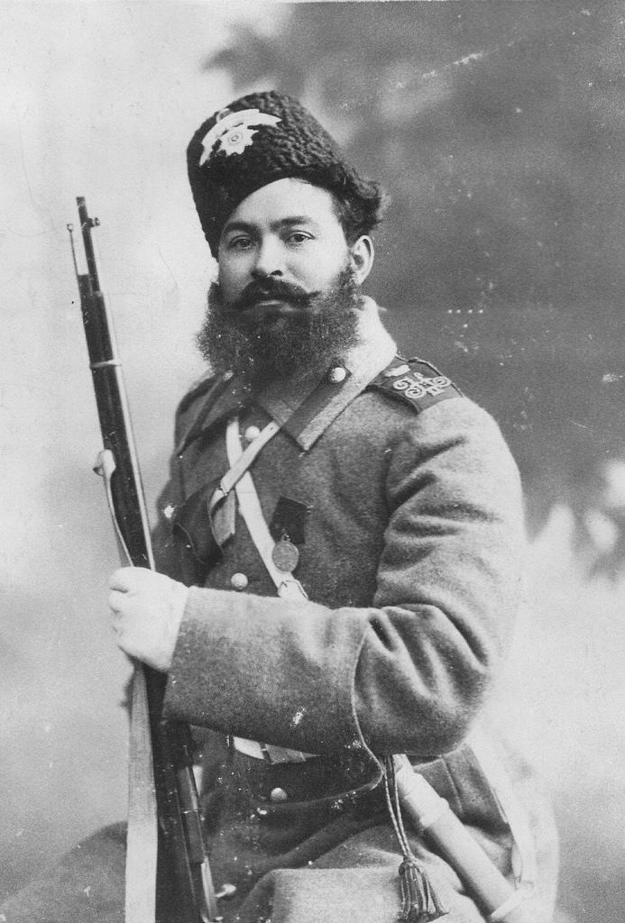 Портрет старшего урядчика Лейб-гвардии казачего полка Козарезова. 1905