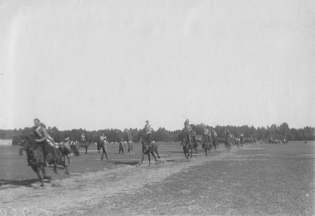 Вольтижировка с пиками казаков полка на ипподроме в Красном селе. 1907-1912