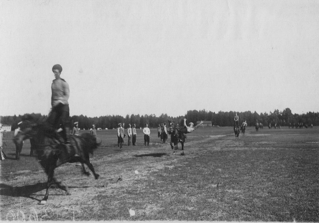 Вольтижировка казаков полка на ипподроме в Красном селе. 1907-1912