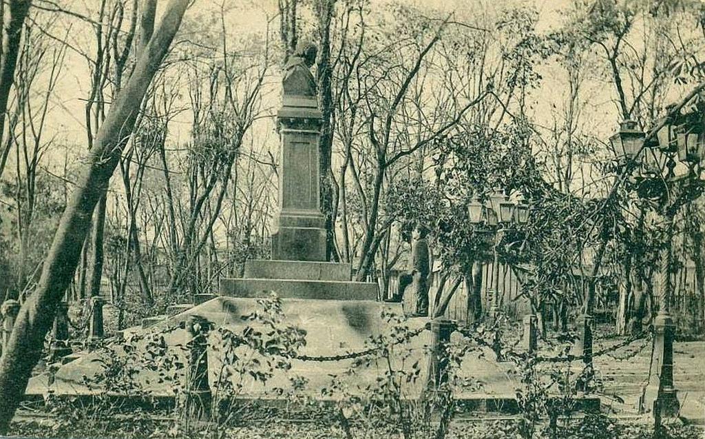 Памятник Н.Гоголю