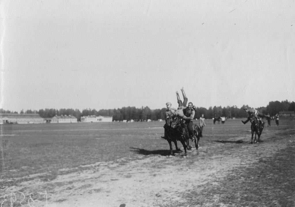 Соревнования казаков полка по верховой езде на ипподроме в Красном селе. 1907-1912