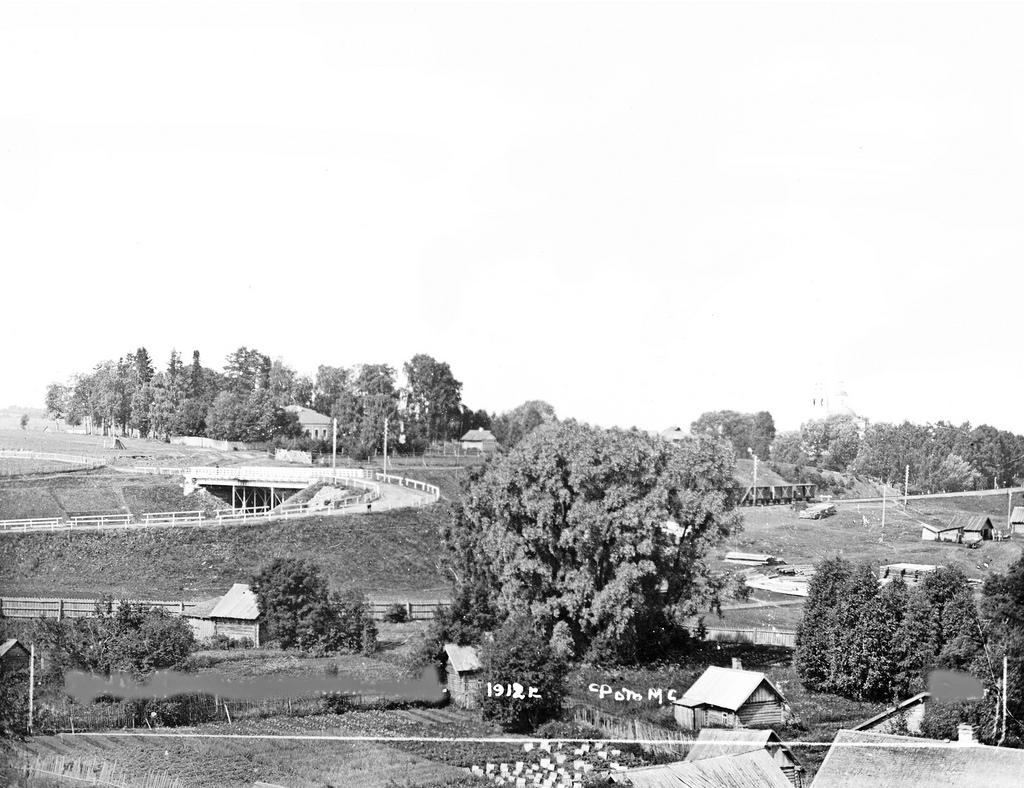 Вид на мост через железную дорогу. 1912