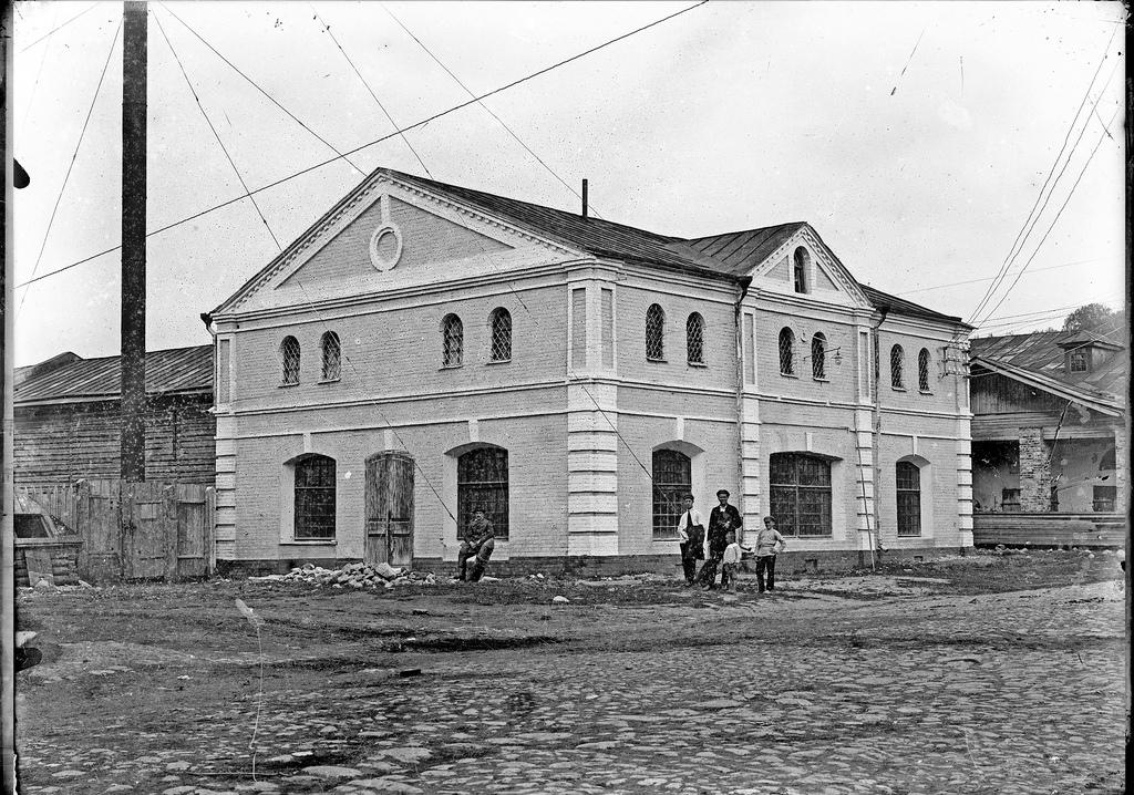 Лавка Нешпанова - первая городская электростанция