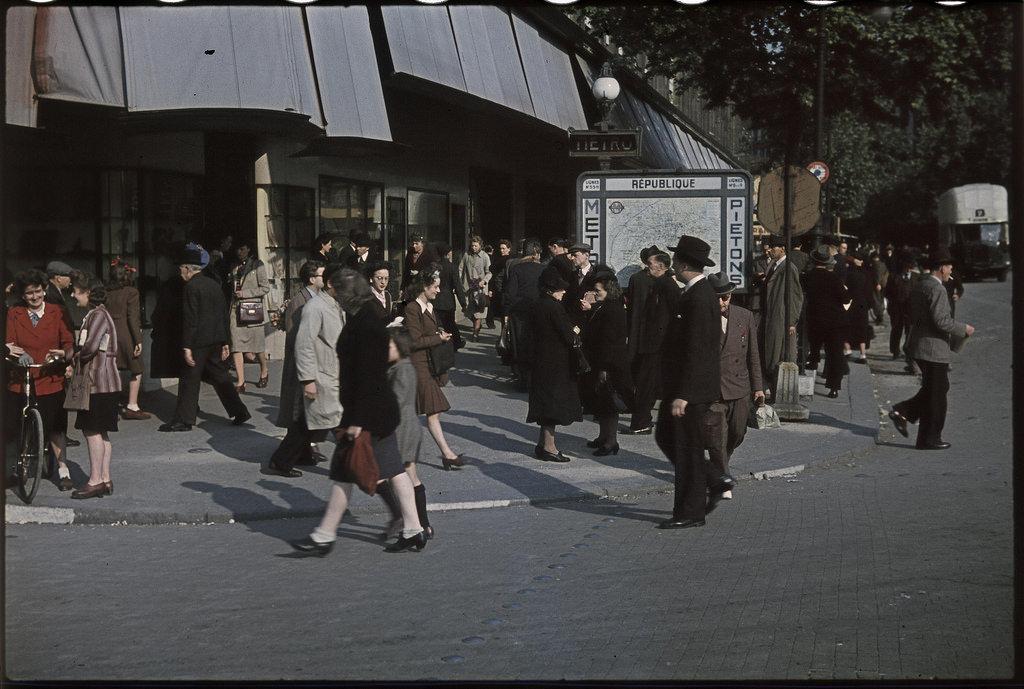 Магазины на площади Республики