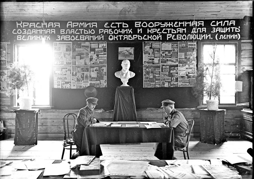1931. Красный уголок на призывном пункте